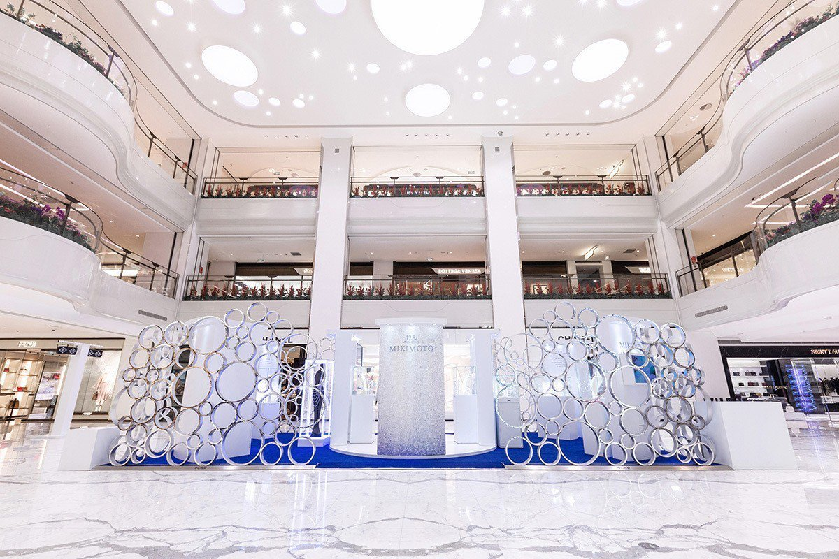 MIKIMOTO於北京SKP購物廣場一樓中庭舉行125週年高級珠寶全球巡迴展覽。...