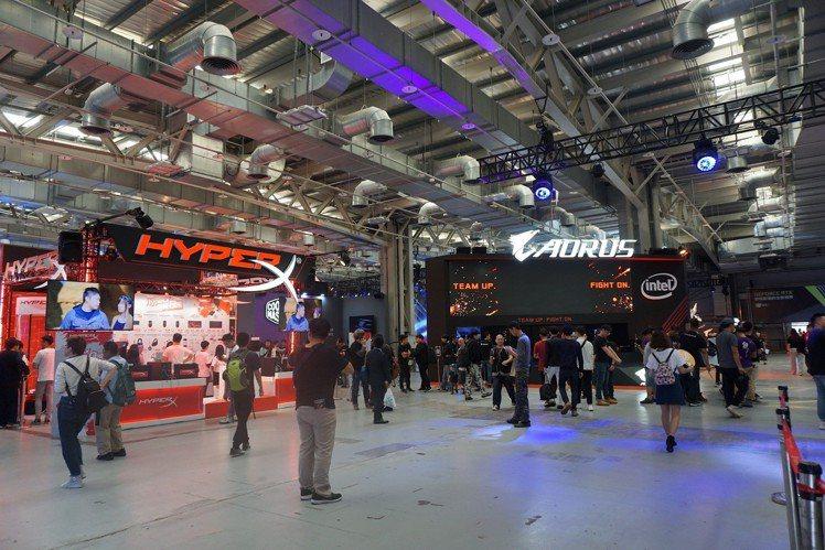 此次場內有國內外10家知名電競品牌精心打造特色電競體驗專區。記者黃筱晴/攝影