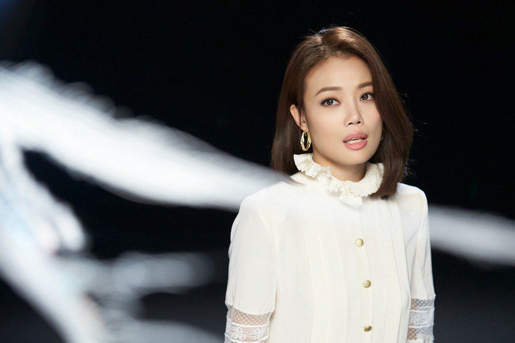 容祖兒拍攝「答案之書」MV。圖/英皇娛樂提供