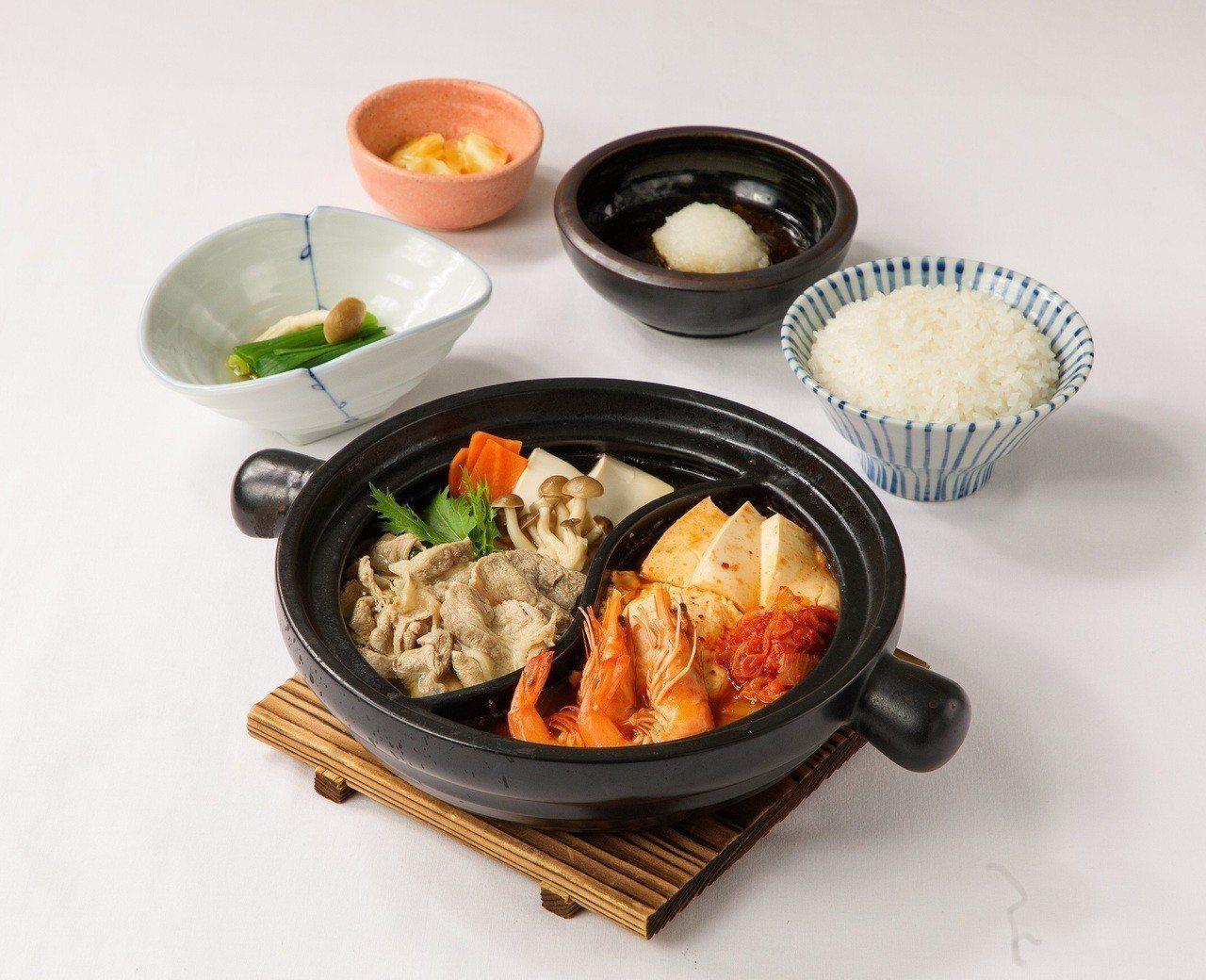 同時可品嚐野菜豬肉鍋、韓式泡菜鍋的「暖心雙味鍋」。圖/大戶屋提供