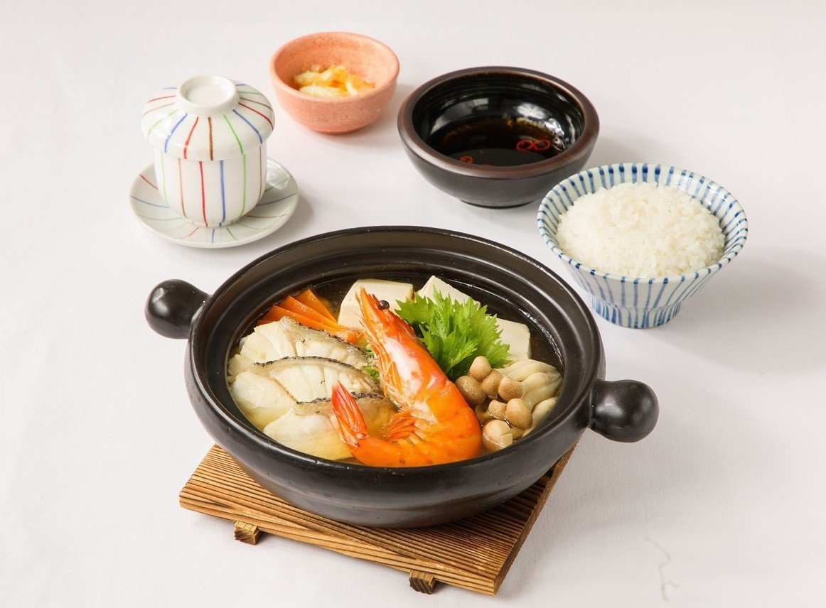 鹽麴龍虎斑海老鍋使用天和鮮物的龍虎班以及肥美鮮蝦入菜。圖/大戶屋提供