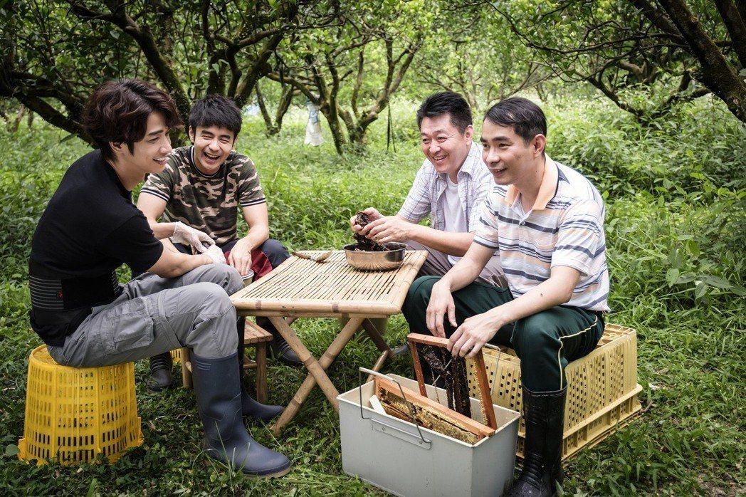 劉以豪(左起)、劉子千、庹宗華、謝其文展開「那個那個」聚會。圖/歐銻銻娛樂提供