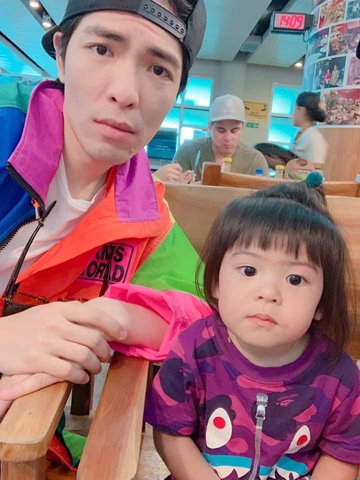 蕭敬騰模仿Bo妞的表情。圖/摘自臉書
