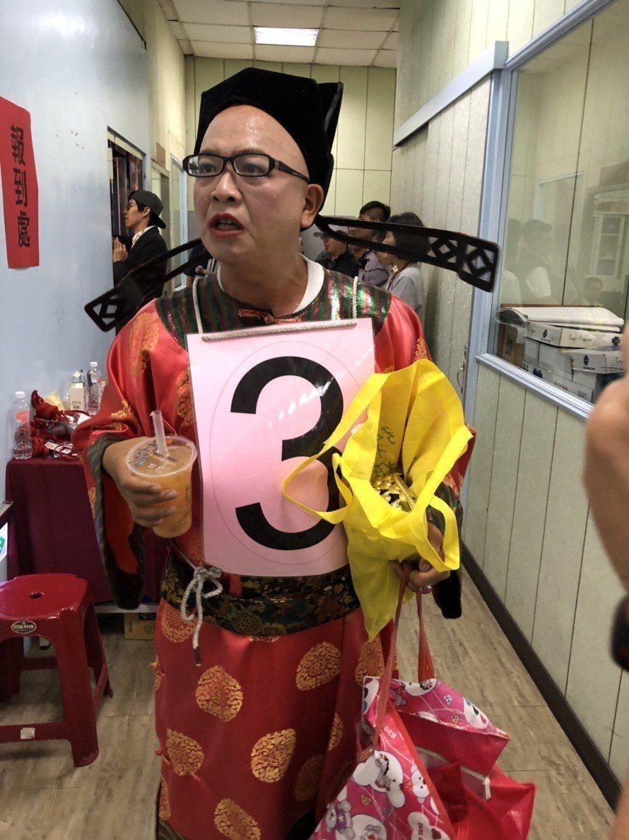 參選市長落敗的無黨籍黃宏成台灣阿成世界偉人財神總統日前也不滿公辦政見會時,他發表...