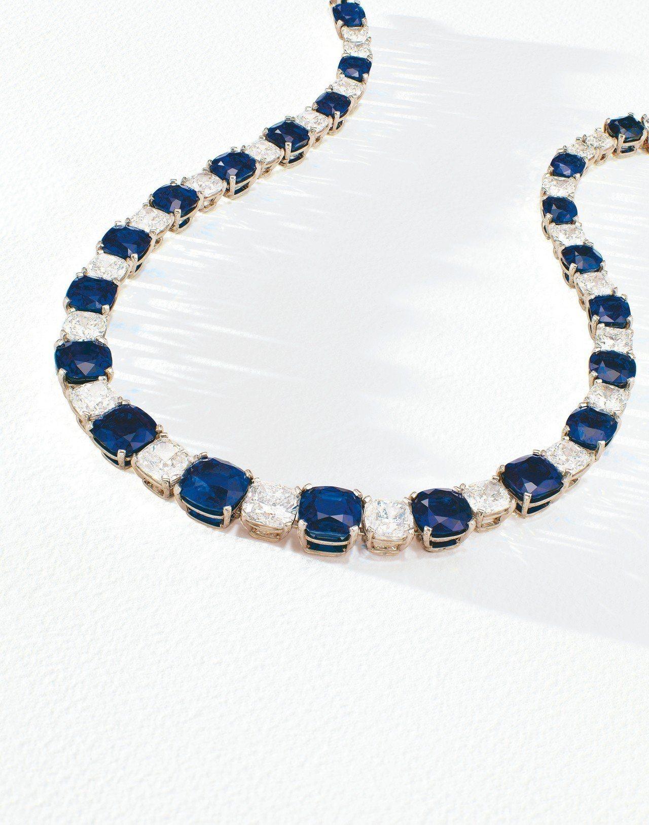 名為孔雀的喀什米爾天然皇家藍藍寶石項鍊,以平均每克拉417萬元的價格寫下喀什米爾...