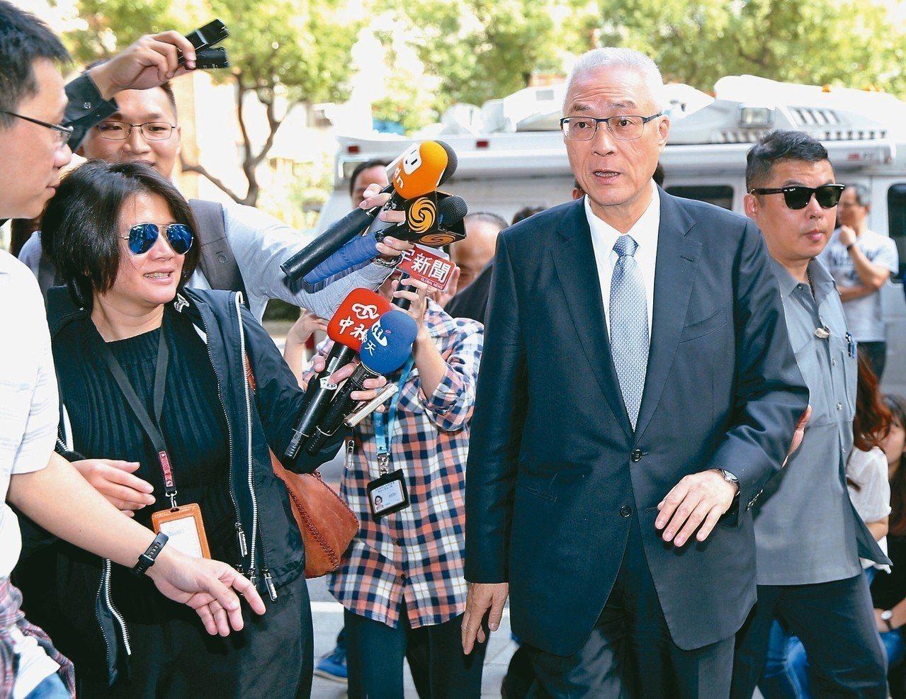 國民黨主席吳敦義(前右)昨天宴請黨籍立委,對於中生代接班,他說,不能也不會表示意...