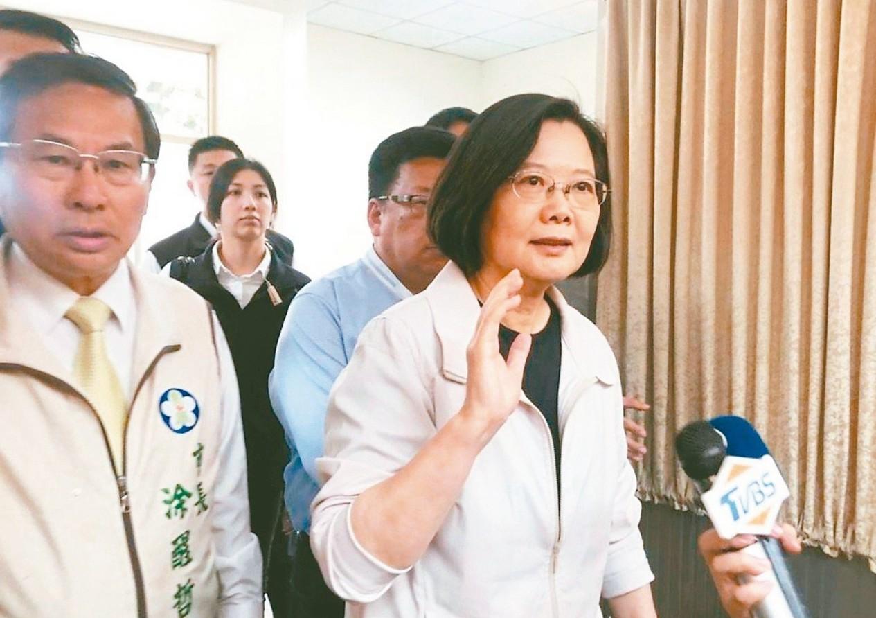 蔡總統南下傾聽民意,傳出她要求台灣菸酒公司開發「平價菸」,以減輕弱勢癮君子的負擔...