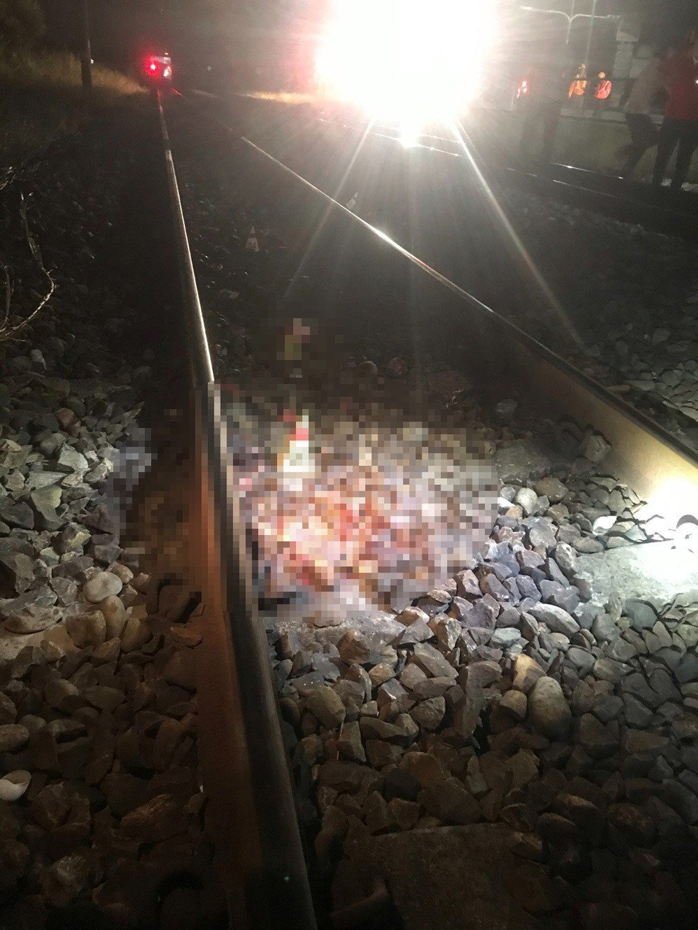 一男子在嘉義大林路段,因不明原因被火車撞死。記者卜敏正/翻攝