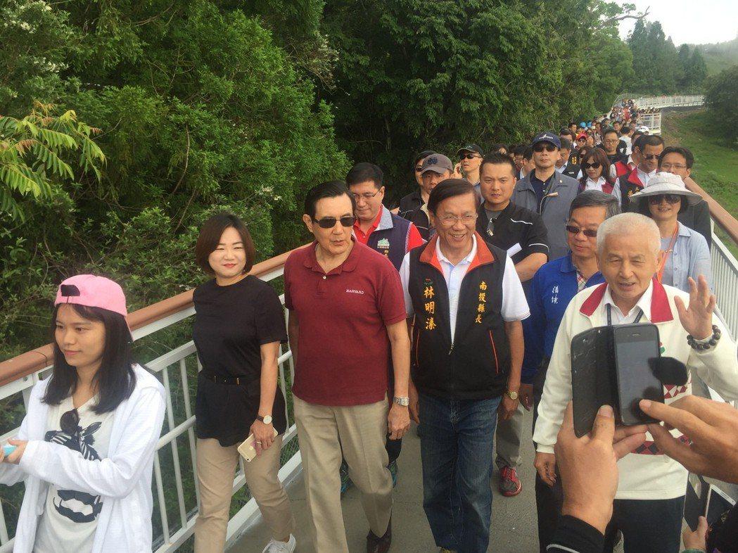 清境高空觀景步道去年5月啟用,前總統馬英九也應邀剪綵,也吸引爆滿遊客參觀。 聯合...
