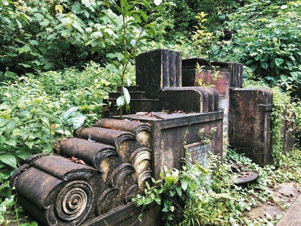 設計風格富有Art  Deco風格的華人墓碑。 圖/葉孝忠