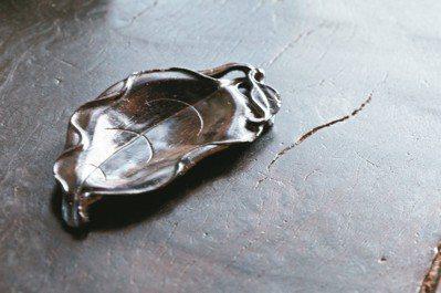 紫檀的茶則。 攝影/陳立凱