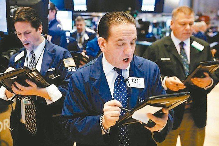 金融市場風浪漸大,經濟成長速度趨緩、主要央行寬鬆政策開始轉向,美中貿易摩擦變持久...