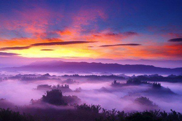 二寮如潑墨畫般充滿詩意的雲海曙光自然景緻,是攝影迷聖地之一。  西拉雅風管處 提...