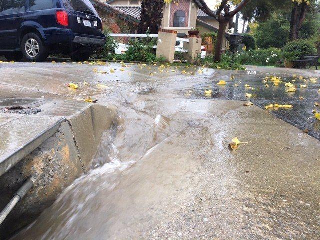 美國南加州破紀錄降雨,險象環生。 記者楊青攝影