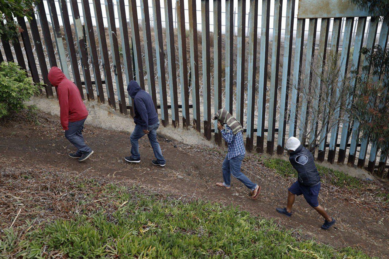 美國會通過臨時支出法案,民主黨不同意50億美元建牆費。 美聯社