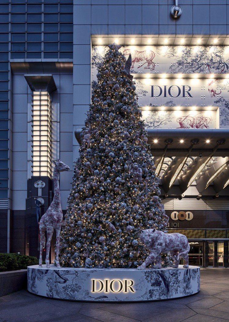 台北101今年則是迎來Dior 2018全球唯一一座耶誕樹。 圖/台北101提供