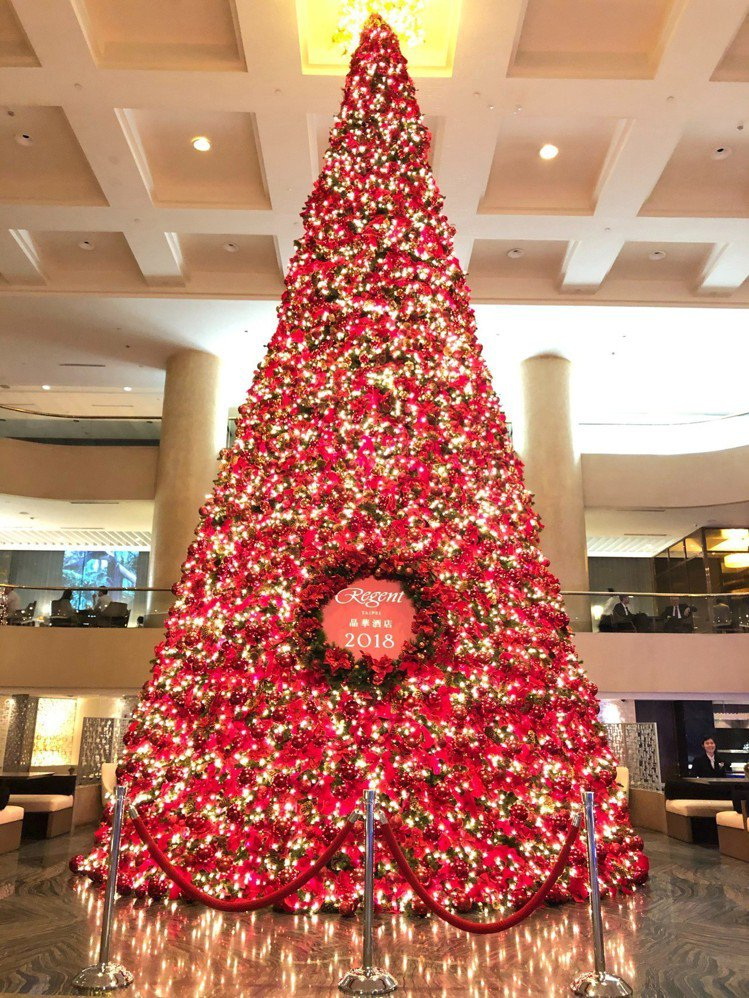 台北晶華酒店美麗耶誕樹,是不少民眾們成長的印記之一。 圖/台北晶華提供