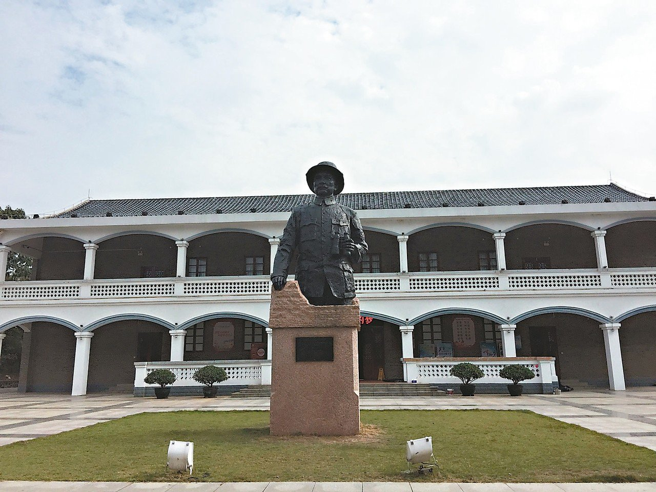 北伐戰爭紀念館庭院矗立的孫中山銅像。記者汪莉絹/攝影
