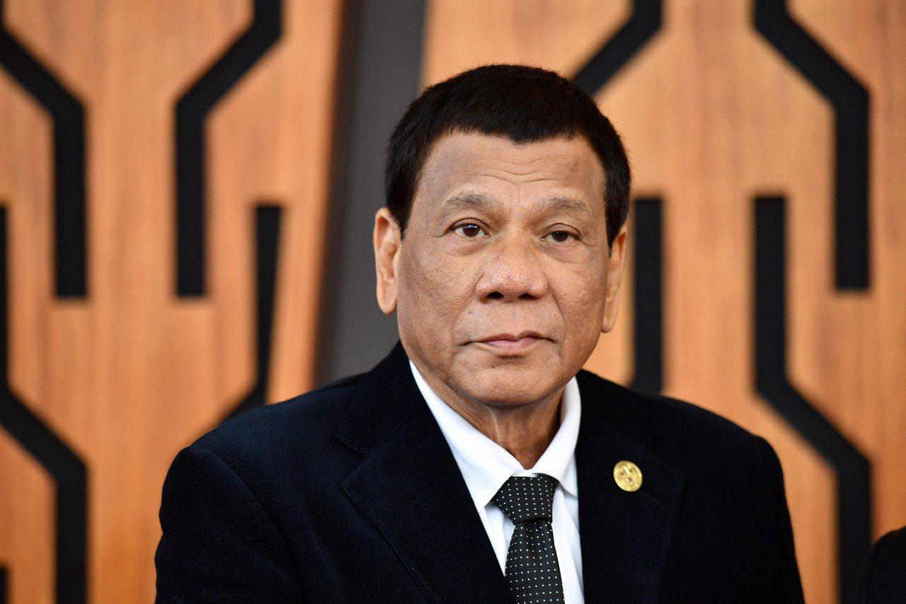 為因應持續的恐怖威脅,菲律賓總統杜特蒂(圖)要求國會批准他延長南部民答那峨島的戒...
