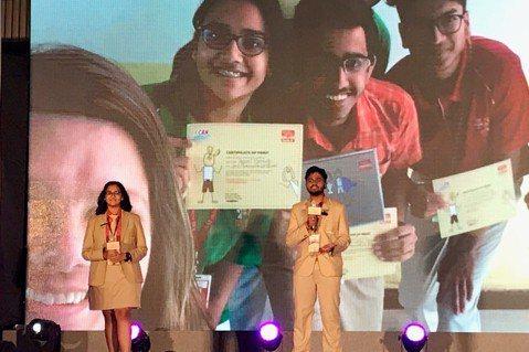 兩位印度高中生召集全校的力量,協助弱勢學校募書、成立圖書館,為學童開啟閱讀的大門...