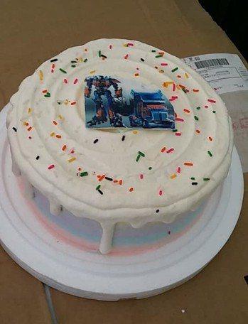 客訂化蛋糕要1千7,買家收到心碎滿地。圖擷自爆怨公社