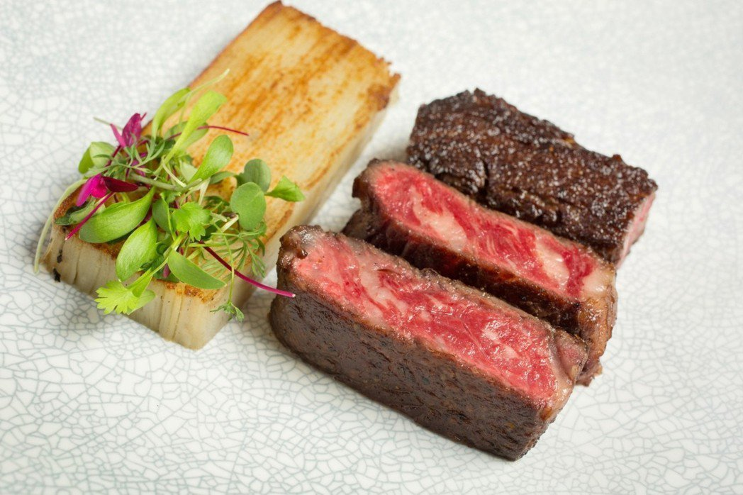 南澳甘比爾山MAYURA純種和牛肋眼牛排&松露奶油馬鈴薯千層。業者/提供
