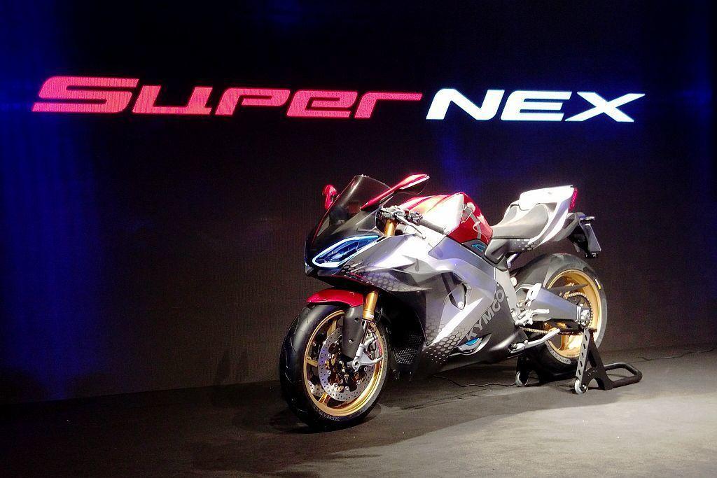 光陽機車於今年11月的米蘭機車展,推出驚艷世人的SuperNEX電動超跑概念車,...