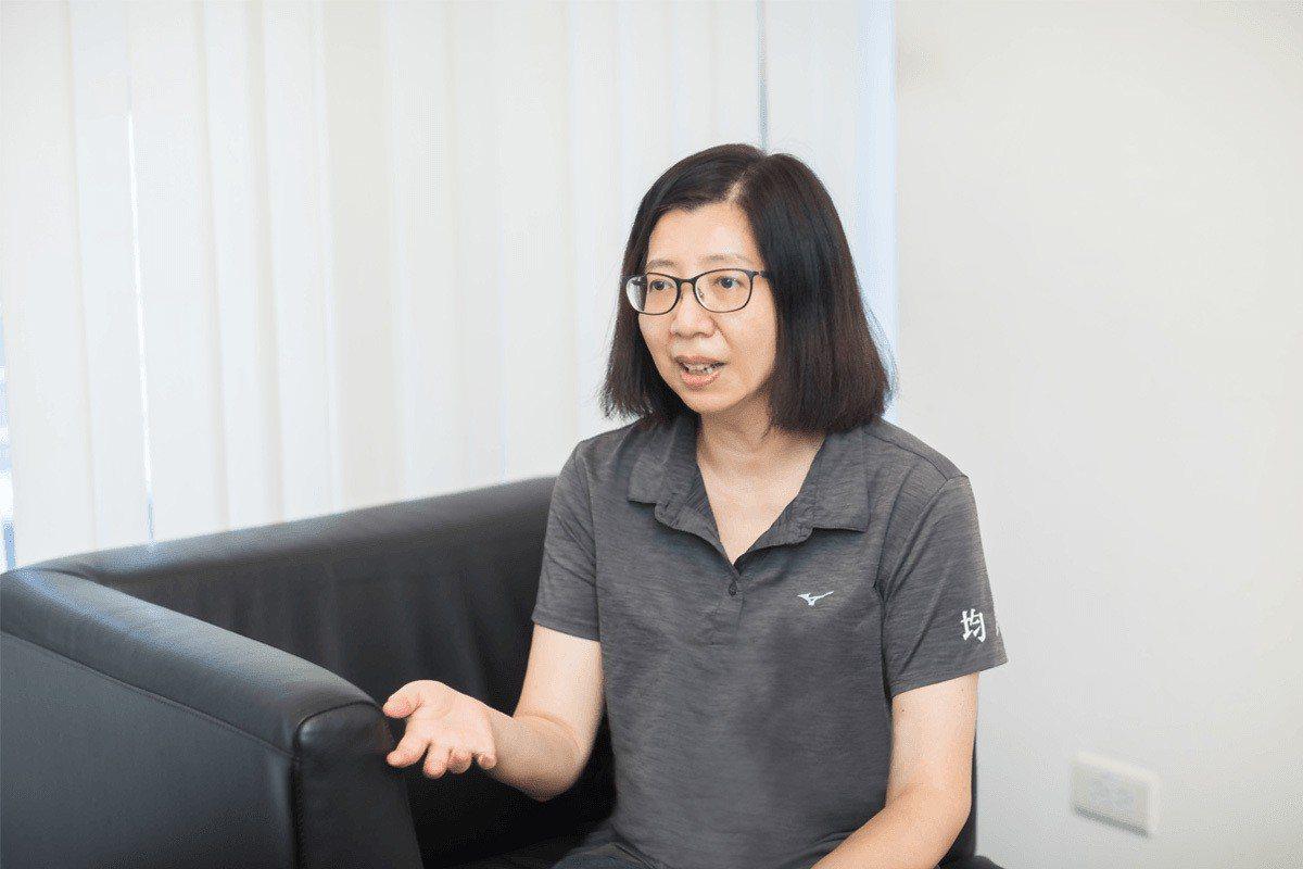 均銘工程股份有限公司服務部主任蘇玲玲第一線採用經驗分享。 圖/三商電腦 提供