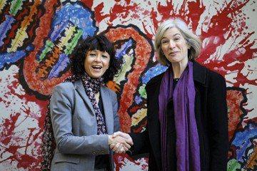 左為細菌學者夏邦提耶(Emmanuelle Charpentier),右為生化學者杜德娜(Jennifer Doudna)。 圖/路透社