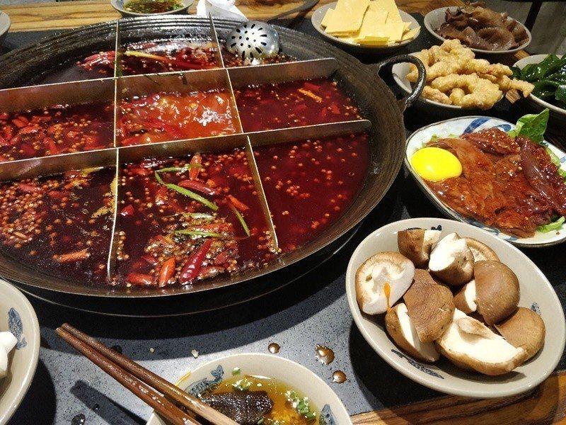 九宮格的溫度不同,最滾沸的中間格,適合涮燙鮮脆的片狀食材。