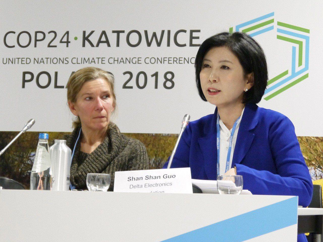 台達電子文教基金會執行長郭珊珊(右)在聯合國氣候大會上,分享分散式能源趨勢。圖/台達提供
