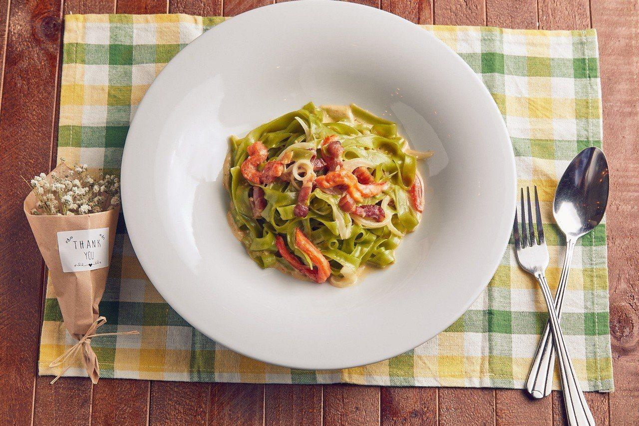 奶油甜椒菠菜寬扁麵。 圖/薄多義提供