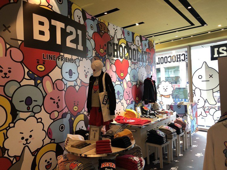 BT21與香港潮牌:CHOCOOLATE合作,打造期間限定快閃店,推出共11款的...
