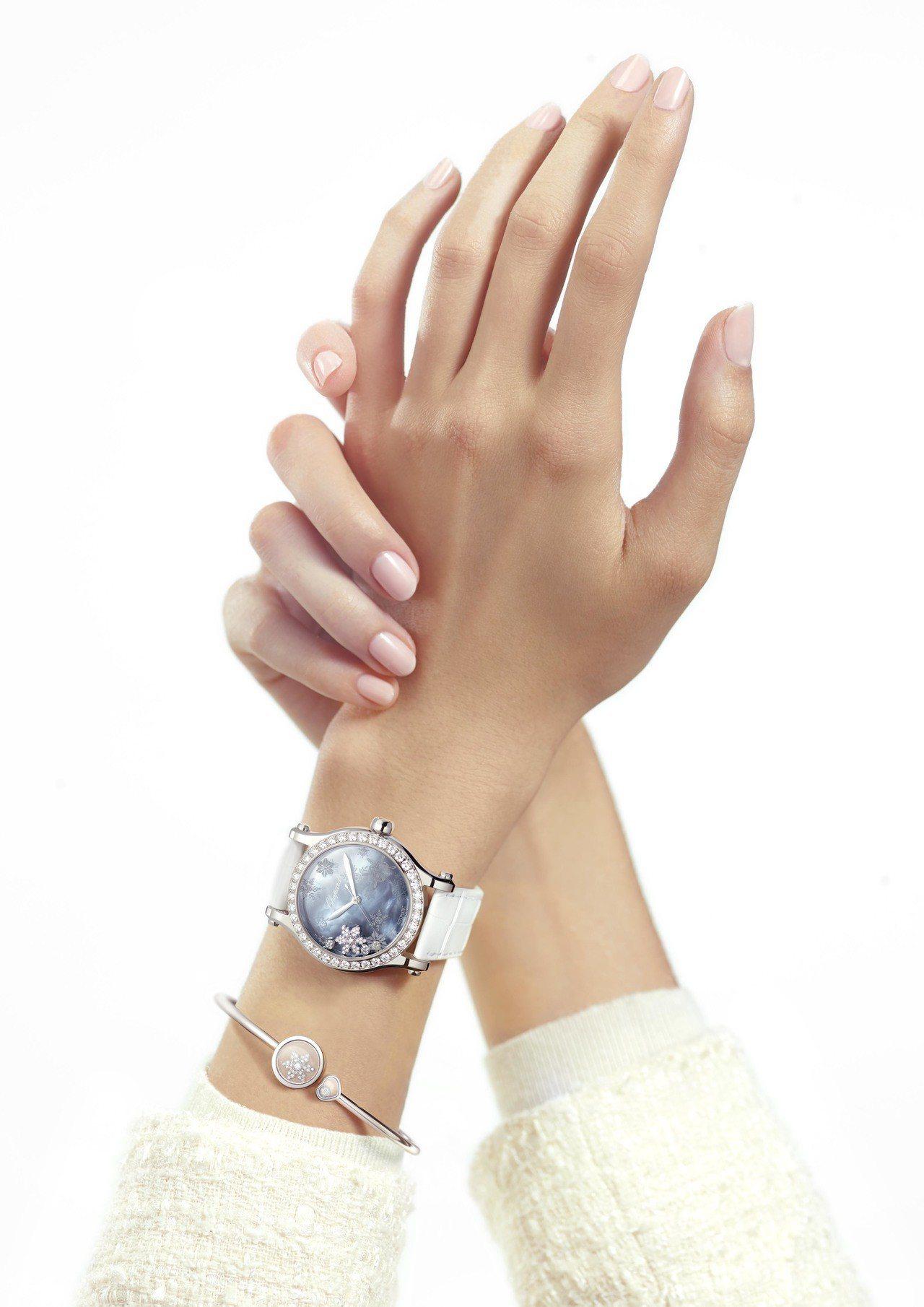 蕭邦Happy Snowflakes自動上鍊腕表,61萬7,000元。蕭邦Hap...