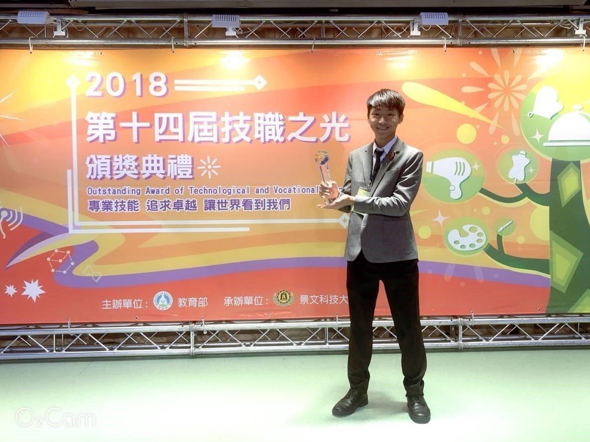 台中市明道中學學生江承蔚喜愛發明,且因有4項發明取得專利證書,並前後獲得國內外超...