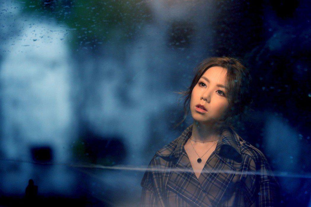 鄧紫棋新歌「岩石裡的花」MV。圖/蜂鳥音樂提供