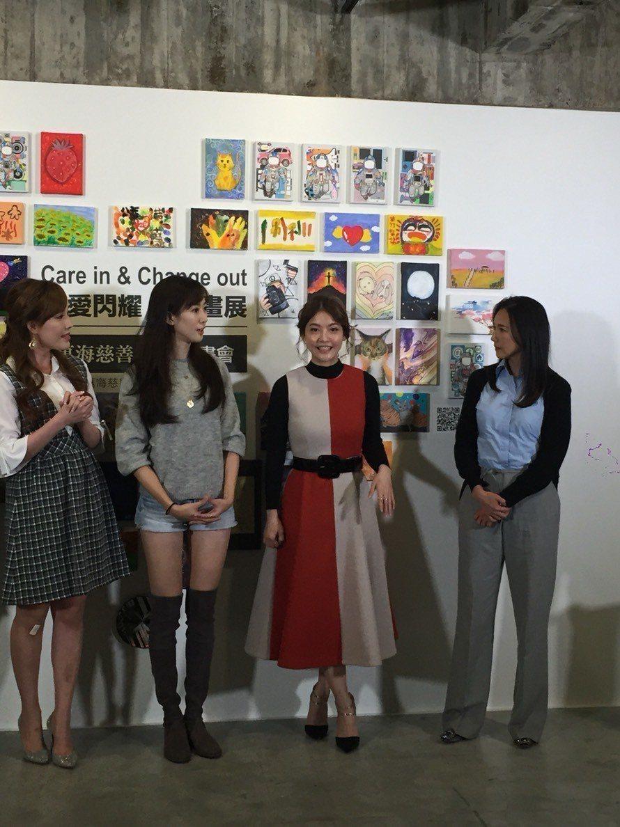 張本渝(右起)、王樂妍、許蓁蓁出席「讓愛閃耀」公益畫展。記者陳慧貞/攝影