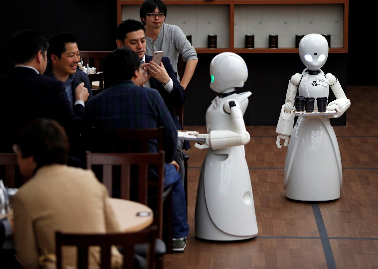 日本新創公司Ory Lab開發的機器人,示範在餐廳工作情況。 路透