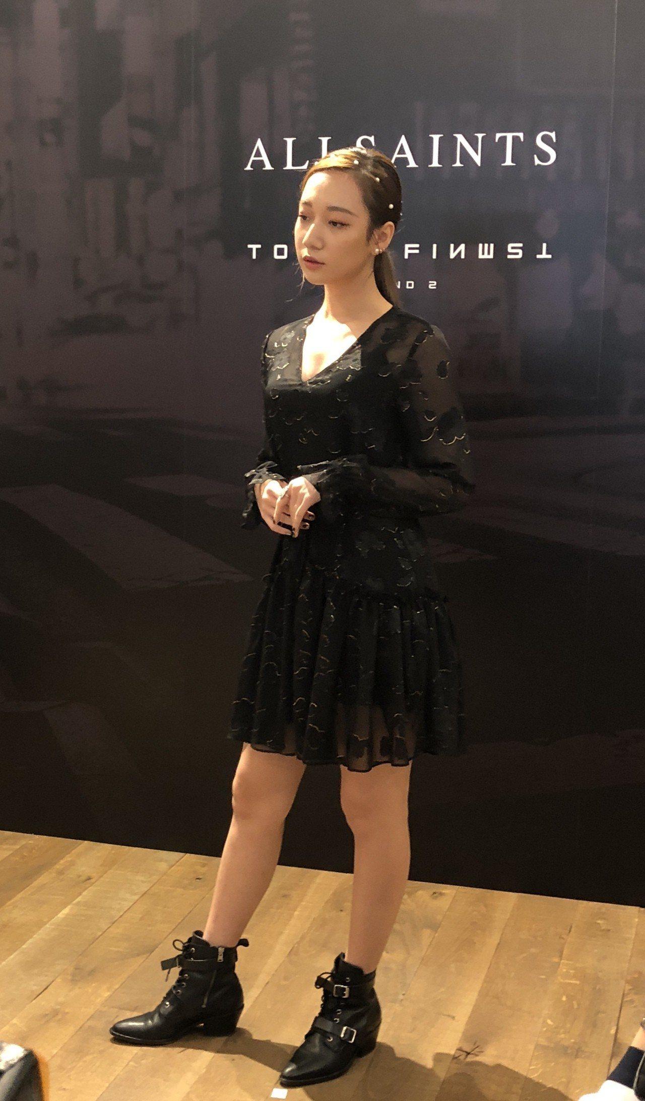 歌手吳卓源難得以甜美中略顯性感的造型出現於品牌活動。記者曾智緯/攝影