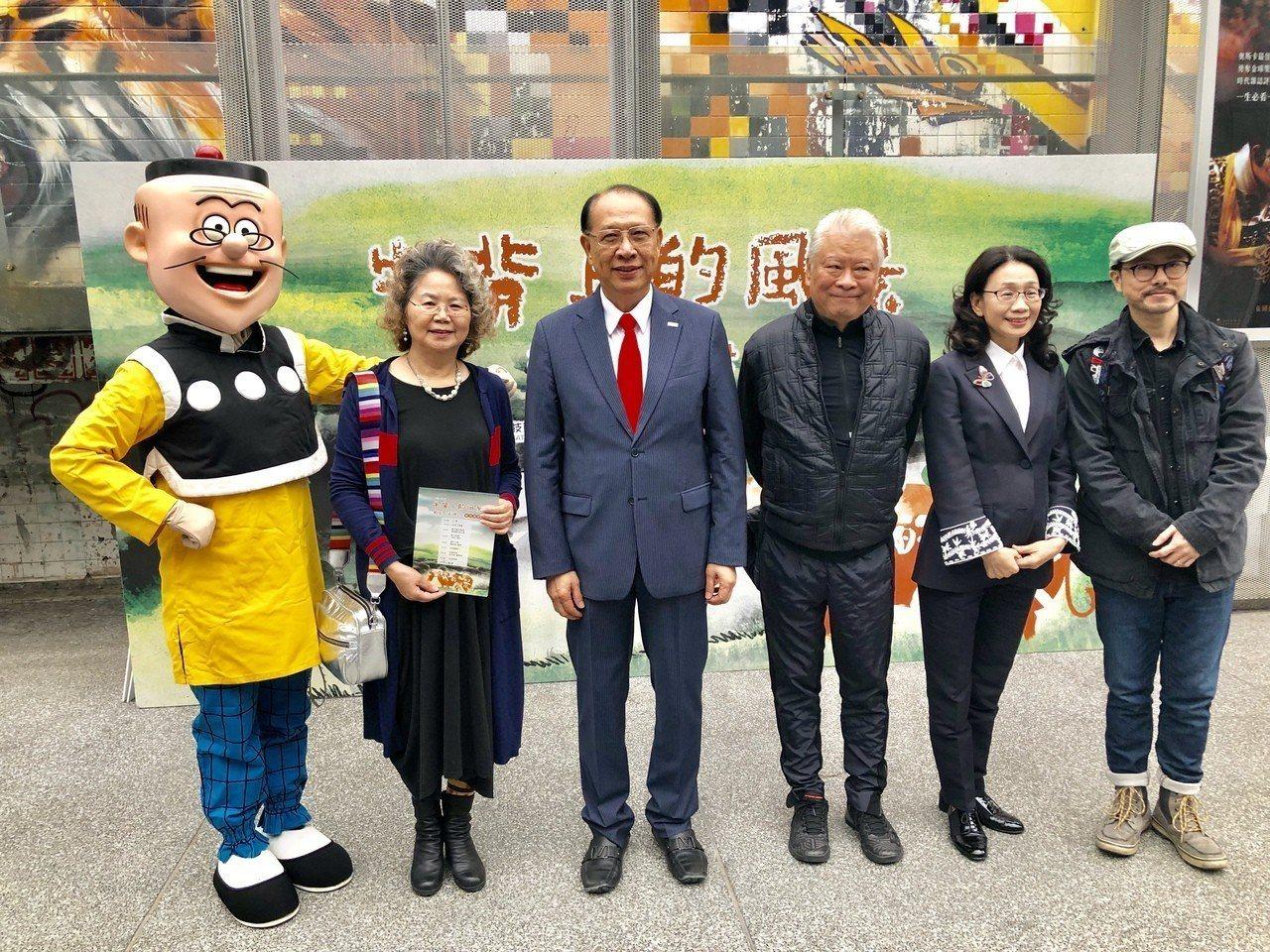 上銀董事長卓永財(左三)童年動畫短片《牛背上的風景》,今天在台北光點華山電影館首...