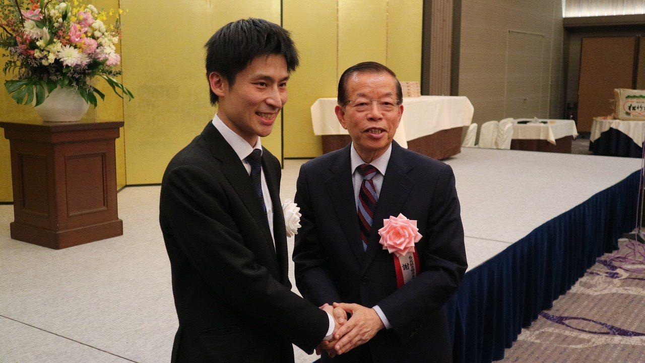 駐日代表謝長廷晚間出席我國圍棋好手張栩重奪名人頭銜的就位儀式,被問及日本官方表態...