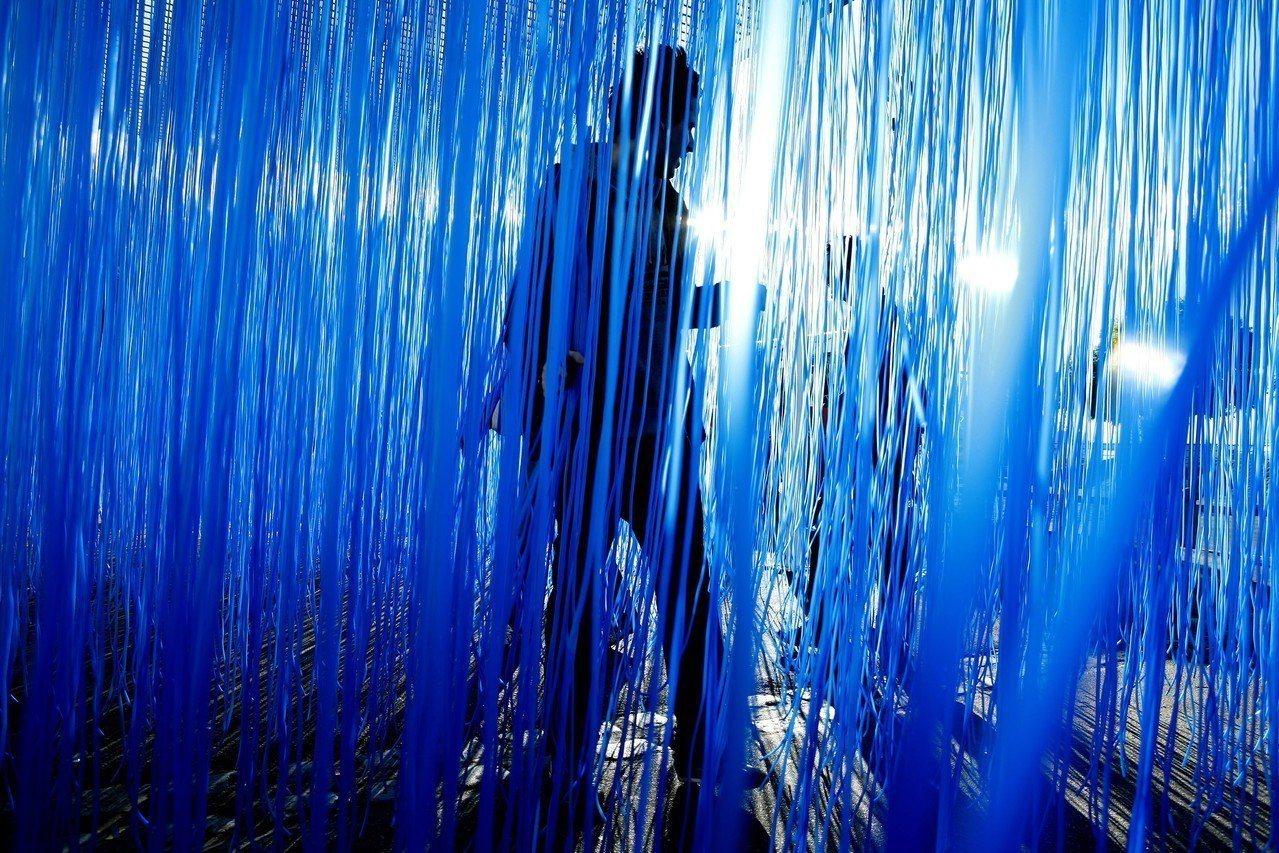 赫蘇斯.拉斐爾.索托在日本表參道路易威登東京藝廊展出。圖/LV提供