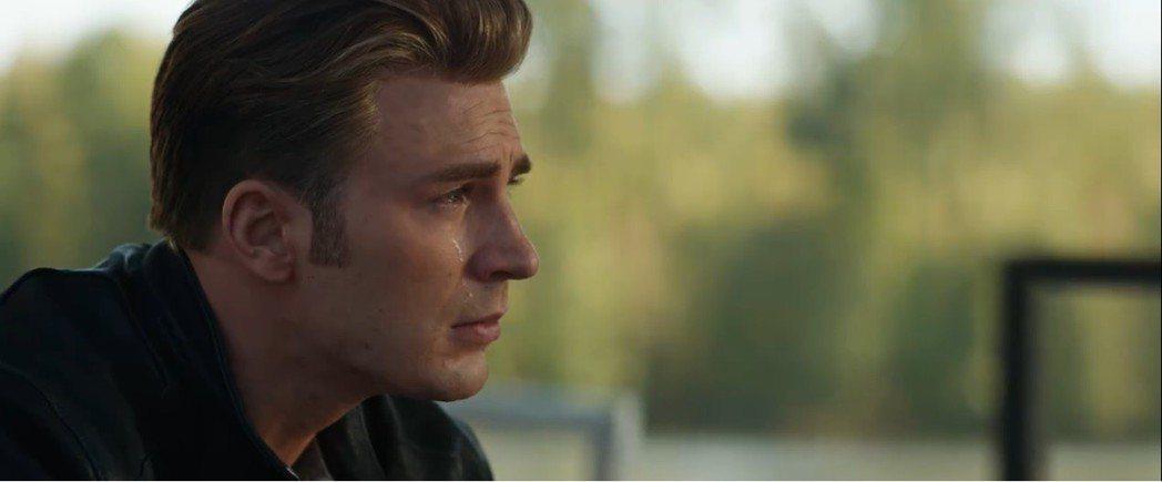 美國隊長為殉難者落淚。圖/翻攝自YouTube