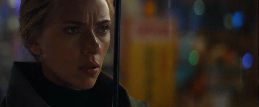 黑寡婦露出憂慮的表情。圖/翻攝自YouTube