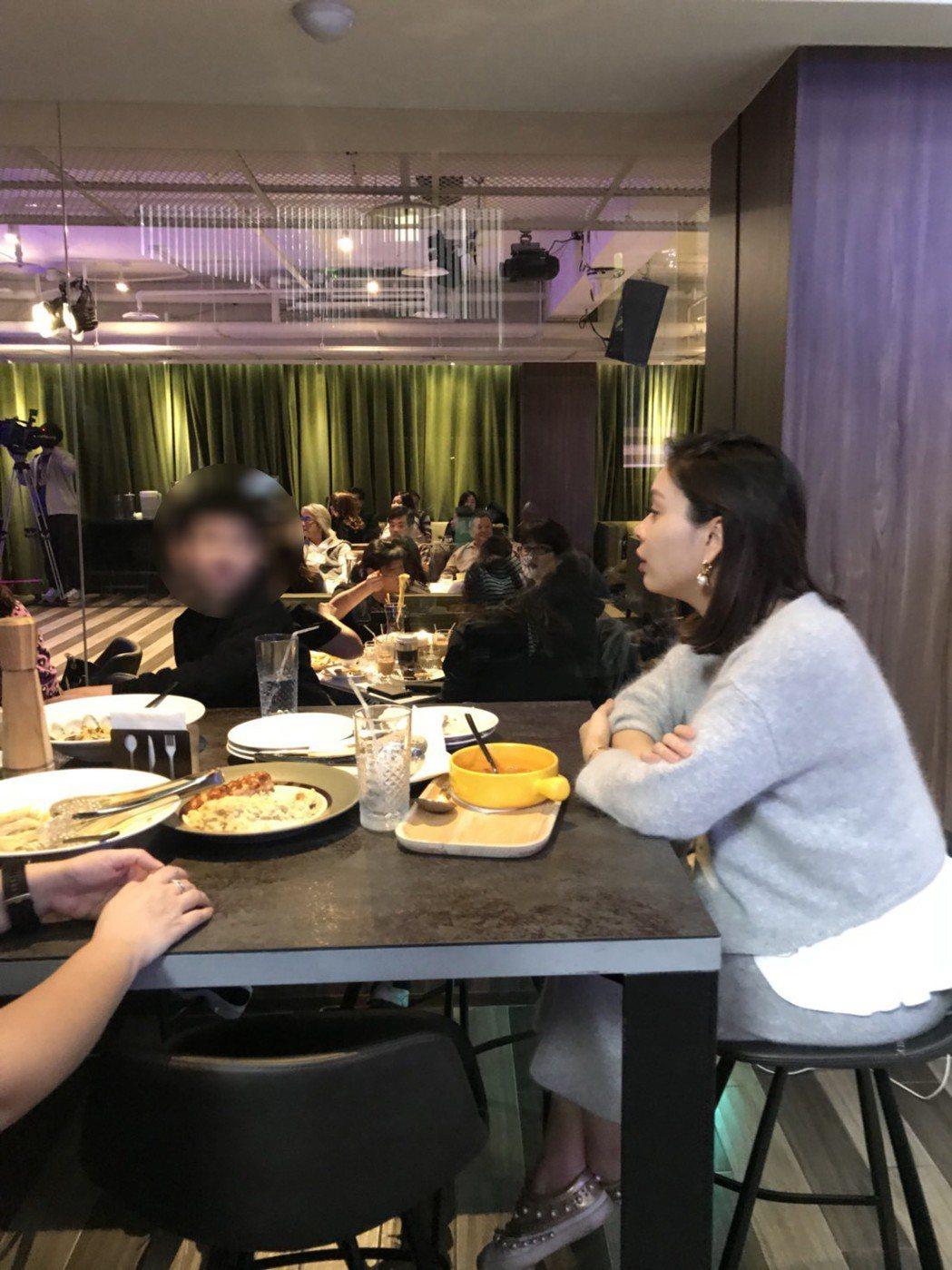康康的老婆和兒子也到場支持。記者梅衍儂/攝影