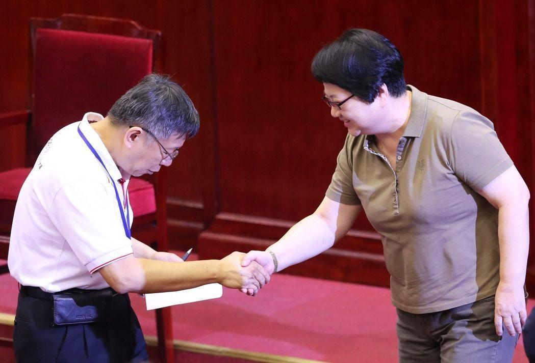 吳碧珠(右)九連霸市議員,擔任五屆北市議長,歷經9任市長。  圖∕聯合報系...