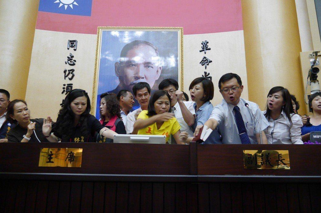 議長是市議會的龍頭,在地方上,除縣市長之外,議長是地方政壇第二把交椅,也就是地方...
