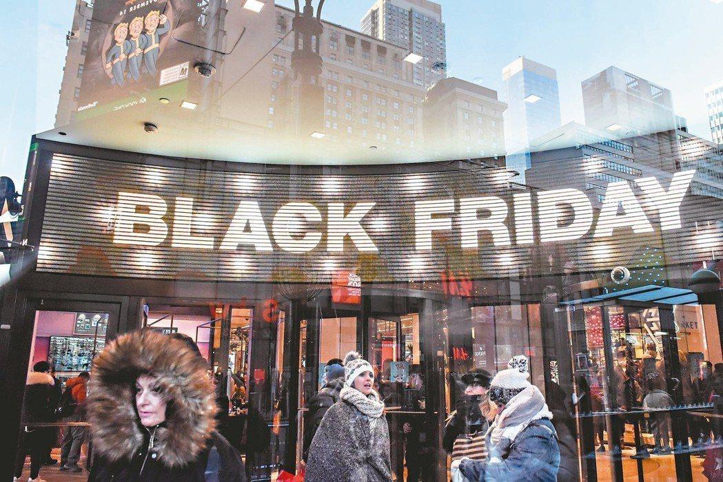 目前美國失業率處於數十年來低點,薪資也不斷提高,零售業者今年的年終購物檔期理應可...
