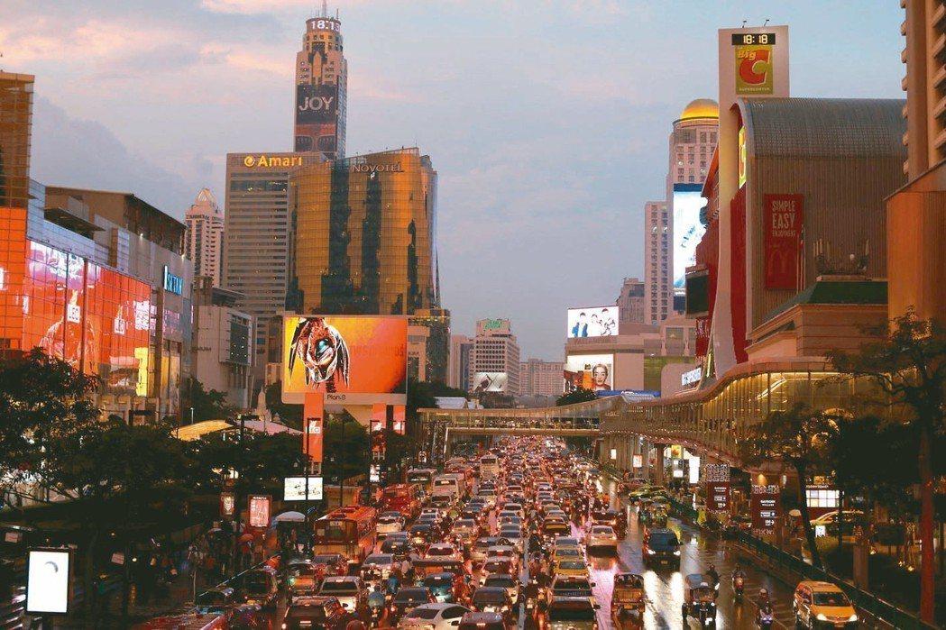覺得紐約倫敦交通很糟?去看看雅加達跟重慶吧。據車用導航系統大廠TomTom的資料...