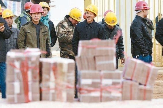 政府對拖欠農民工工資違法失信人員懲戒,拖欠工資人民幣8,000元逾三個月者,或拒...
